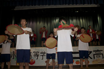 Oguni high school performing the Yamagata Hanagasa hat dance.