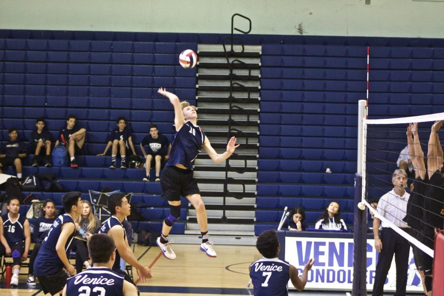 Ian Dunipace, number 10, spiking ball