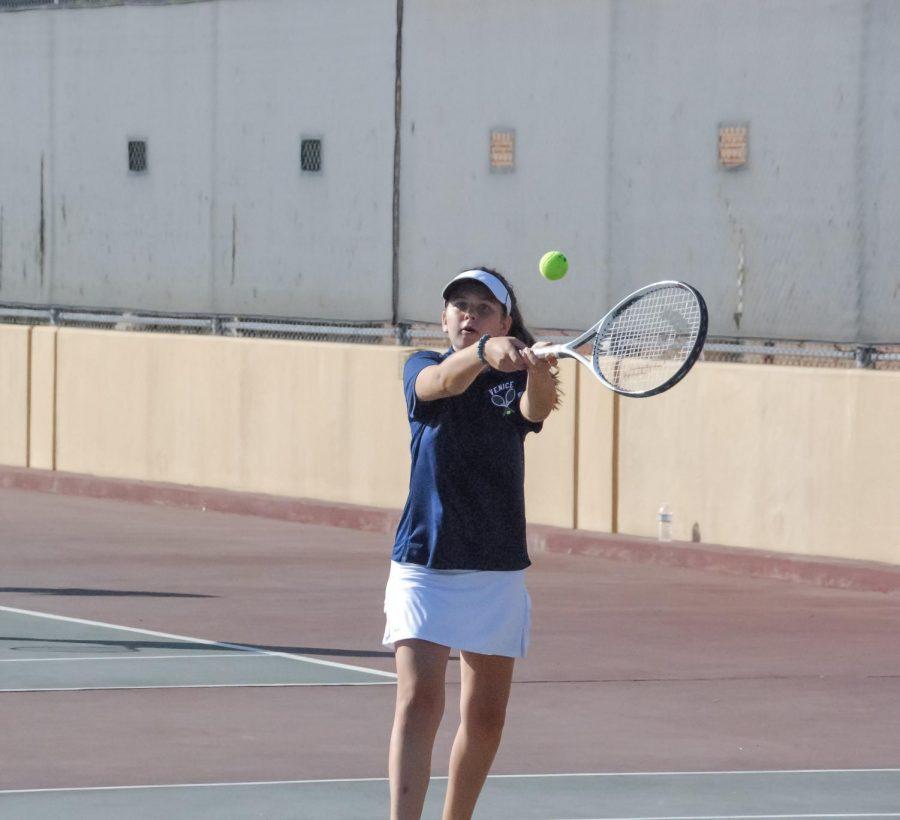 Kaya Worozbit reaches for the ball.
